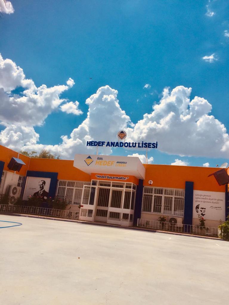 Özel Hedef Anadolu Lisesi'ne 'Beyaz Bayrak' verildi