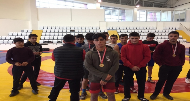 Özel Hedef Anadolu Lisesi Öğrencisi Seyitcan Güreşte Birinci Oldu